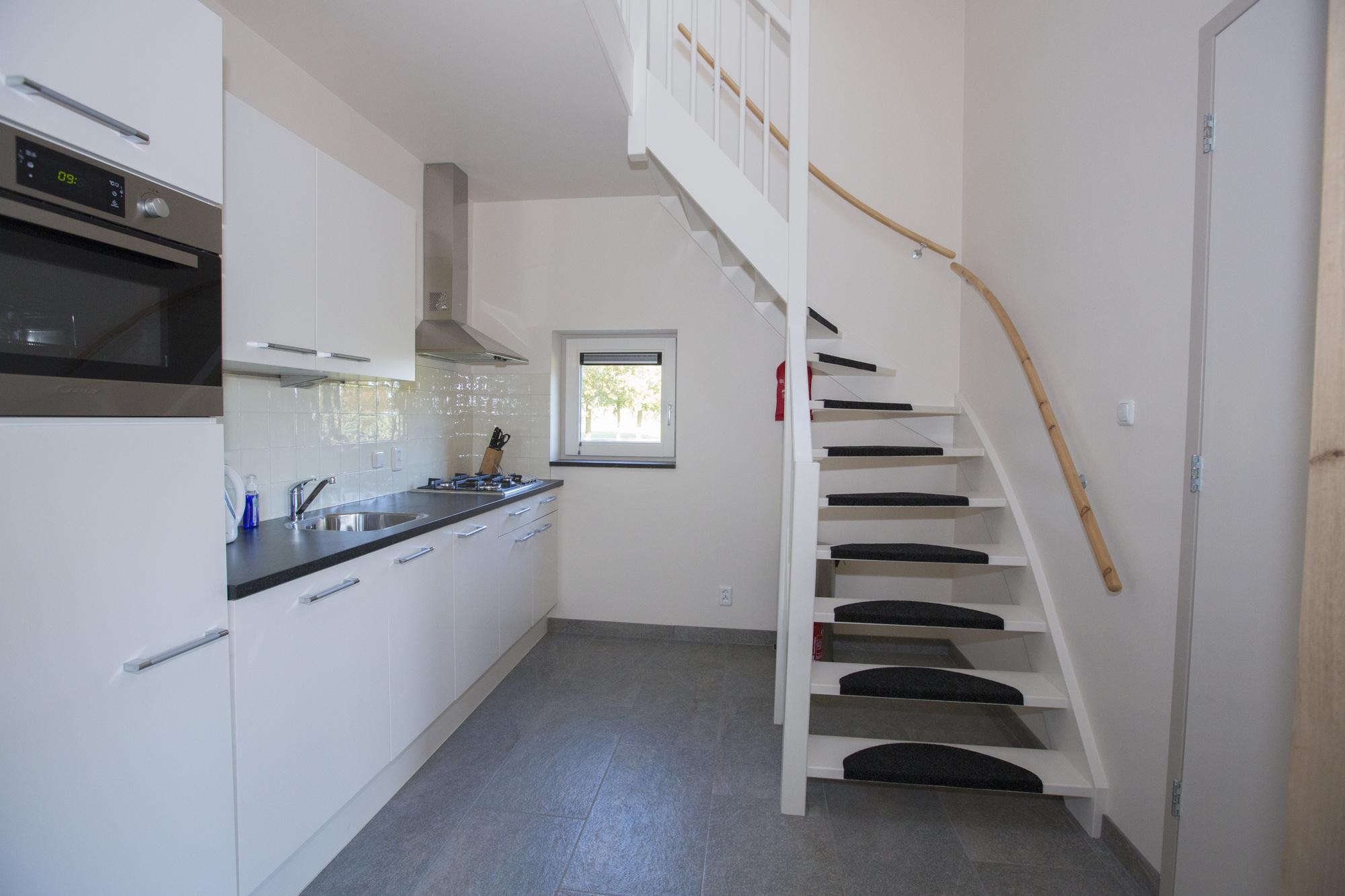Keuken Met Trap : Trap kastenwand en keuken maakwerk maakwerk